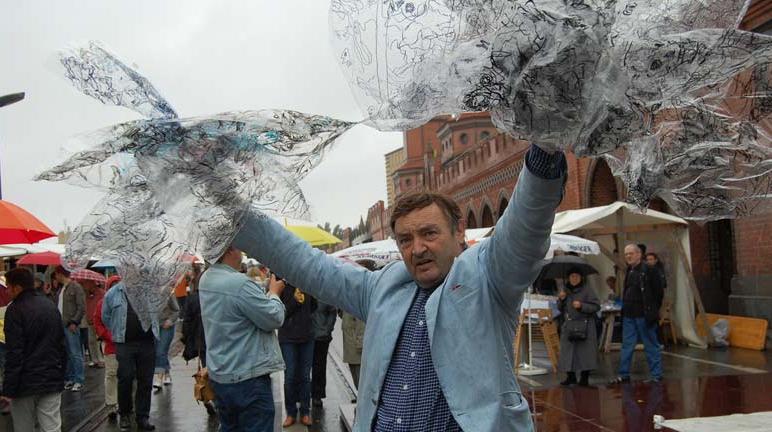 Angel Orensanz Brightens Up Current Berlin Open Air Gallery Fest